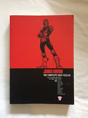 Judge Dredd: v. 1: Complete Case Files by etc., John Wagner (Paperback, 2005)