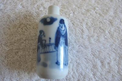 Vintage Chinese Snuff Bottle w. Painted Scholar