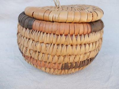 123 / Vintage Native American Hand Woven Basket With Lid