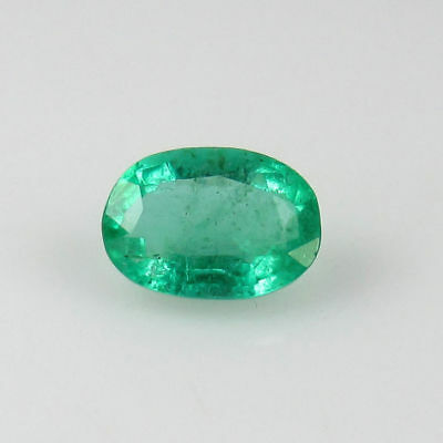 Emeraude Naturelle de Zambie Taille Oval Certification IGI 0,65Ct VERTE