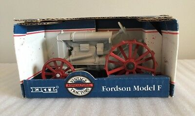 ERTL FORDSON MODEL F VINTAGE TRACTORS w/steerable front end  1:16 SCALE #301 NIB