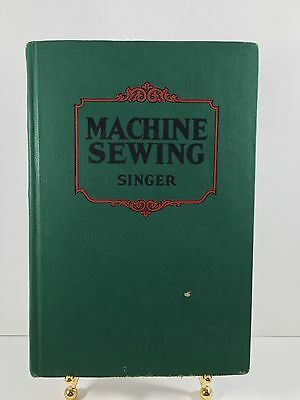 """1925 """" Machine Sewing Singer """" - 3rd Edition - Collectible"""