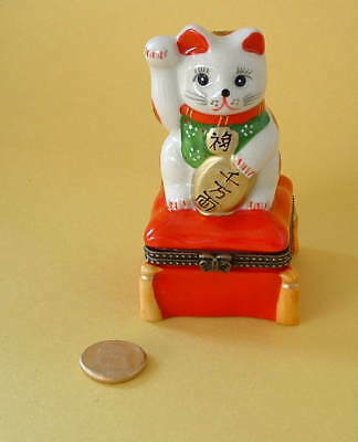 New  Handpainted Beckoning Maneki Neko Lucky Cat Porcelain Hinged Trinket Box