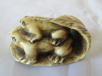 Original Antique Japanese Netsuke Signed Two Toads or Frog Frogs with Leaf