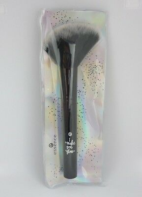 essence I make you GLOW glow perfector brush Highlighter & Strobing Pinsel