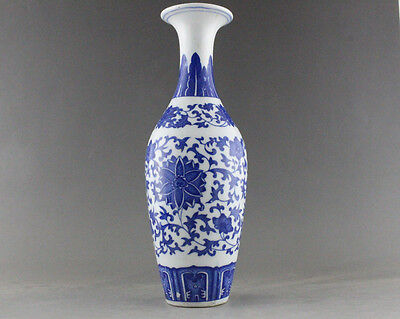 China Antique style Blue and White Porcelain Flower pattern designs vase