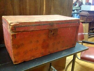 19th CENTURY ANTIQUE HAND PAINTED PRIMITIVE DECORATED WOOD BOX CHEST