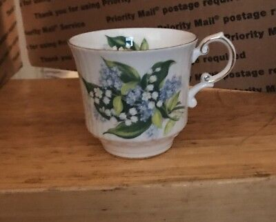 Queen's , Fine Bone China, Made In England , Rosina China Co Ltd Cup 2 7/8 T