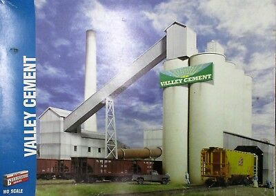 Cement Works Factory, Mill, Silos, Conveyors, Sheds - Walthers Cornerstone HO OO