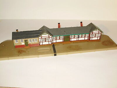 Station building and platform. Unknown brand. HO scale. Possibly incomplete