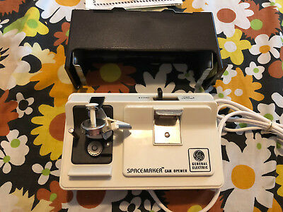Vintage GE General Electric Spacemaker Under The Cabinet Can Opener