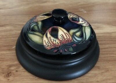 Collectible Lot - Moorcroft ( Lid ) Paperweight - Flowers Pattern