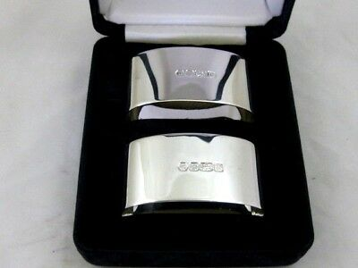 Solid Silver  Boxed Pair of NAPKIN RINGS  Hallmarked  SHEFFIELD 1995