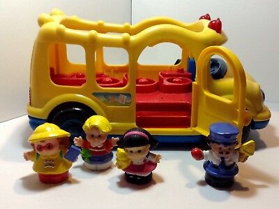 FISHER PRICE LITTLE PEOPLE And MUSICAL SCHOOL BUS WITH BUS DRIVER