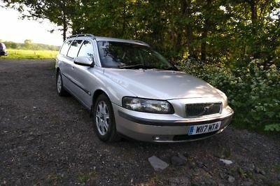 Volvo V70 2.5D drivable and in MOT spares/repair