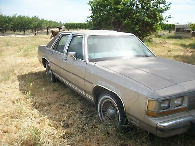 1989 Ford Crown Victoria 4Dr. Family Car