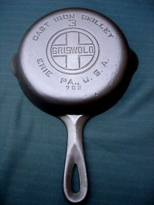 Vintage Griswold Large Logo 709, No. 3  Cast Iron Skillet, Smooth Bottom