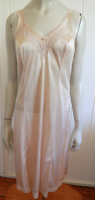 Juwel beautiful skin-tone lacey vintage full slip size 10 - 12 (40) (US 6 - 8)