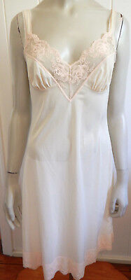 Balmoral beautiful light skin-tone lacey vintage full slip size 8 - 10 (US 4-6)