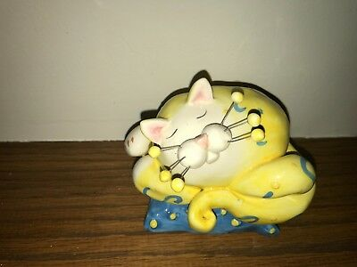 "AMY LACOMBE WHIMSICLAY CAT Beautiful Dreamer with wind up music box 5"" wide"