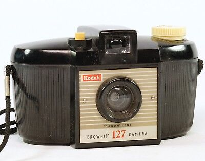 Vintage Brownie 127 Bakelite Camera. Very Good Working order,  1959/63. Pouch.