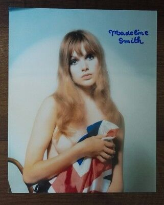 Madeline Smith signed Autogramm in Person 20x25cm COA James Bond 007