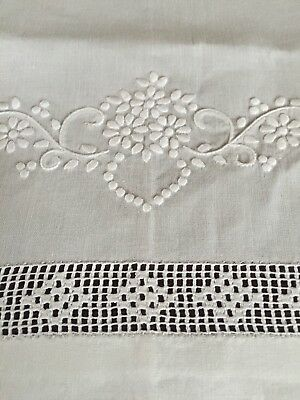 Antique Linen Hand Towel Set Of 2! Embroidered Flowers & Filet Lace Excellent!