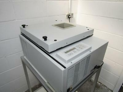 Eppendorf AG 5811A Refrigerated Centrifuge With Rotor And Buckets.