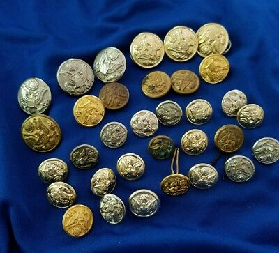 Military Lot Of 33 Assorted Us Army  Buttons