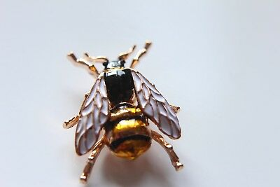 superb bumble/honey bee pin badge Beekeeping