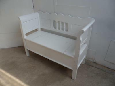 A Really Pretty Panelled Small 2 Seater Painted Shabby Chic Box Settle/Bench