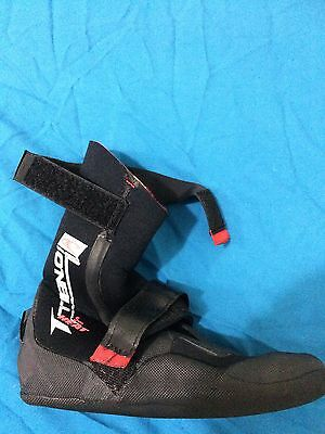 O'Neill surf booties womens size 5 + Global gloves EUC pick up Parra NSW 2150