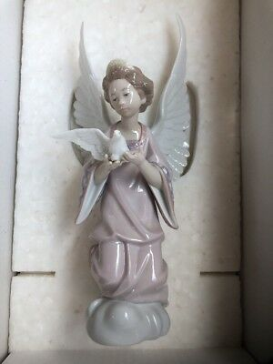 "Lladro ""Angel Of Peace"" #06131 Doll Figurine"