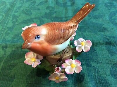 HEREND HANDPAINTED BIRD ON TREE BRANCH 9 cms tall (read cond. report)