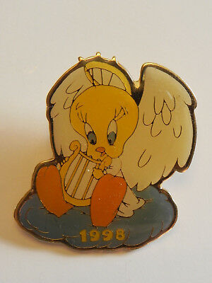 Tweety Bird Angel w/ Harp Warner Brothers Lapel Scarf Hat Memorial Pin Goldtone