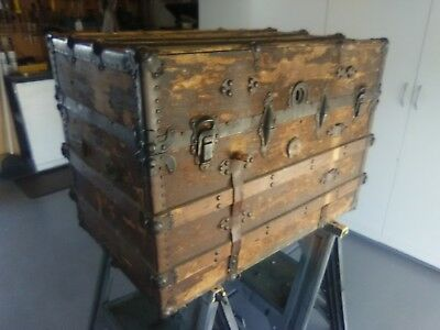 Antique chest, original patina, very old, good condition.