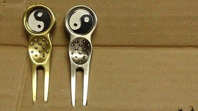 1 only QUALITY SILVER GOLF DIVOT TOOL WITH YIN YANG GOLF BALL MARKER   ENAMEL