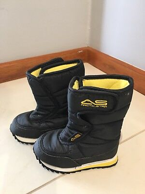 Children's Kids Toddlers Snow Boots size US 9 Used Once
