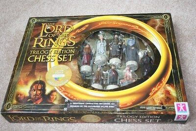 "Lord of the Rings ""Trilogy"" chess set. 21 LOTR characters. Unopened still in box"