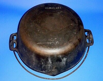 Vintage or Antique Unmarked/Unbranded U.S.A. 10 1/4in. Cast Iron Dutch Oven No.7