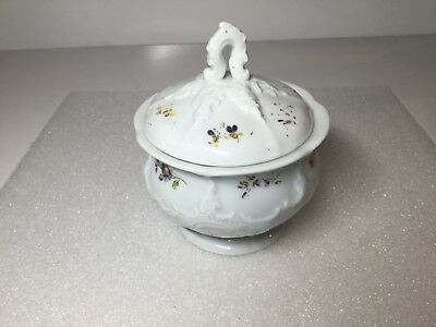 Meissen B Form Sugar Bowl with Scattered Strewn Flowers Decoration