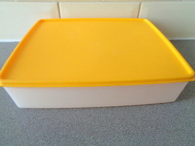 Vintage Tupperware Large Yellow Lidded Cake Box Storage Container