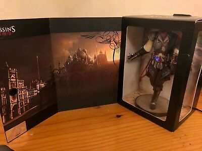 Assassin's Creed 2 Figure + Collectibles   Used