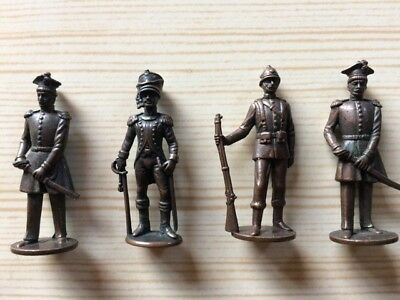 1.5 inches (4 cm) die cast toy soldiers / 19th century British / French soldiers