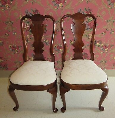 Tell City Chair Company Set of 2 Queen Anne Cherry Dining Room Chairs