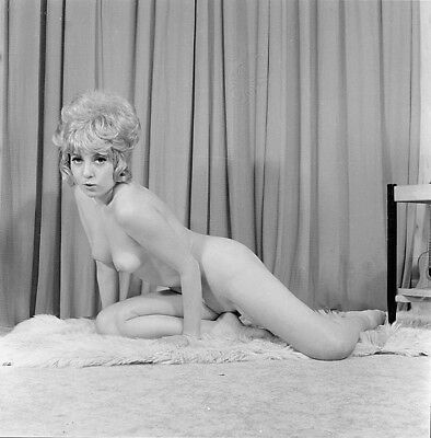 Vintage UNIDENTIFIED Original PIN-UP MODEL B&W 120 Film Negative (NUDES)