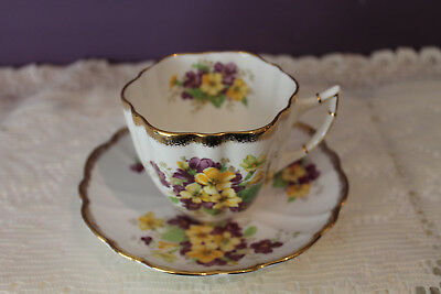 Beautiful Vintage Victoria C&e Tea Cup And Saucer - Pansies With Heavy Gold Trim