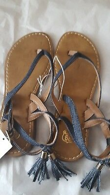 Girl sandals size 6 youth