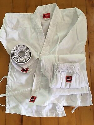 Karate Gi Uniform Child Size 0 140cm - excellent condition