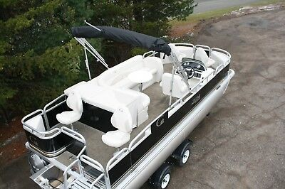 20 ft Tahoe fish and fun pontoon boat